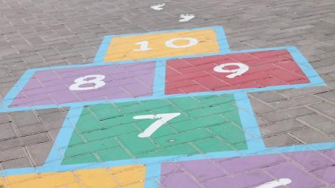 W co się bawić? Gry (nie tylko) na czas wakacji. Nauka przez zabawę i zabawa w czasie nauki – propozycje gier terenowych z wykorzystaniem narzędzi TIK dla dzieci, młodzieży i dorosłych.