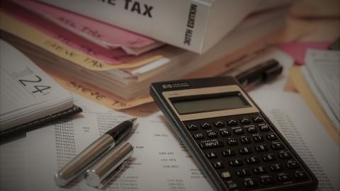 Dodatek za wysługę lat – ustalanie stażu pracy, zasady wypłaty, przeliczenie stażu, okres przedawnienia